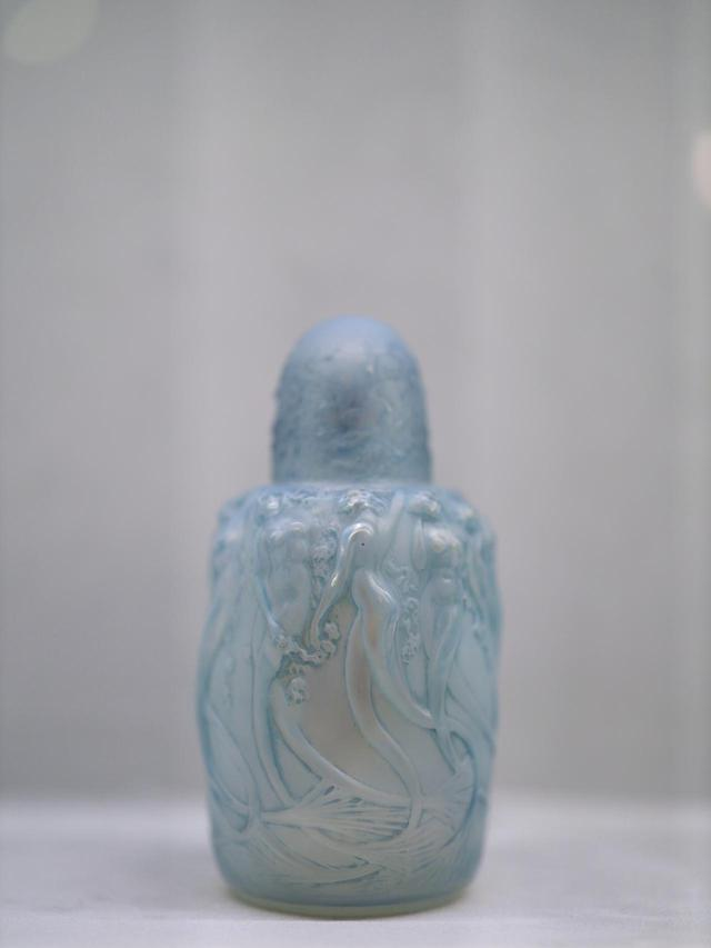 画像: ルネ・ラリック アルコール式パフューム・バーナー「シレーヌ」1920年 オパルセント・ガラスにパティネで着色 北澤美術館蔵