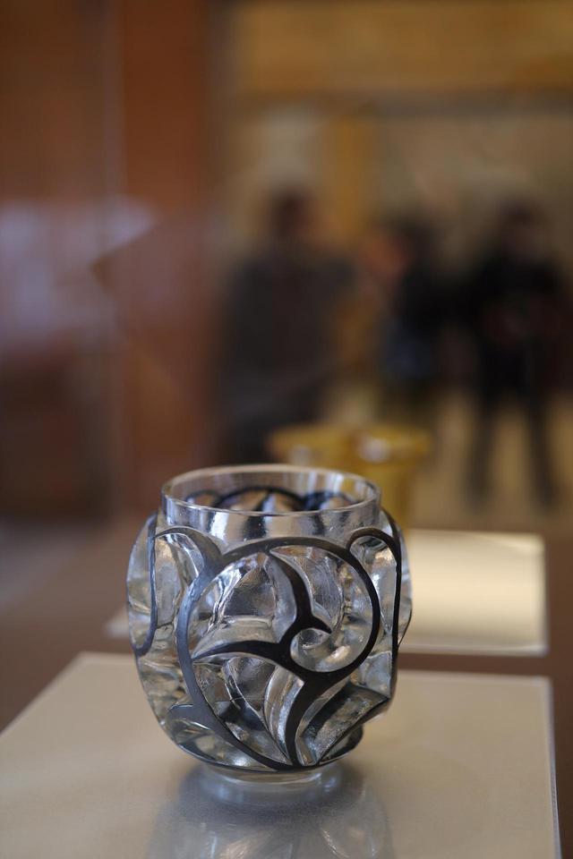 画像: ルネ・ラリック 花瓶「つむじ風」1926年 北澤美術館藏