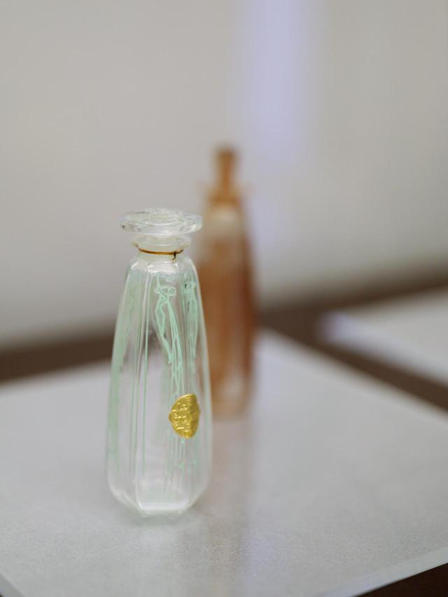 画像: ルネ・ラリック 香水瓶「シクラメン」コティ社 1909年 北澤美術館蔵