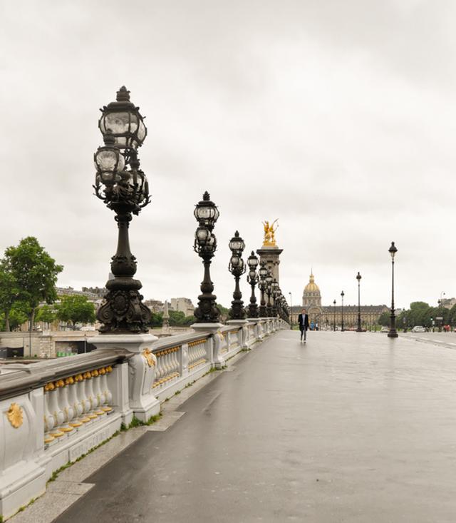 画像: ラストシーンと同じ、雨のアレクサンドル3世橋。奥に見えるのはアンヴァリッド。