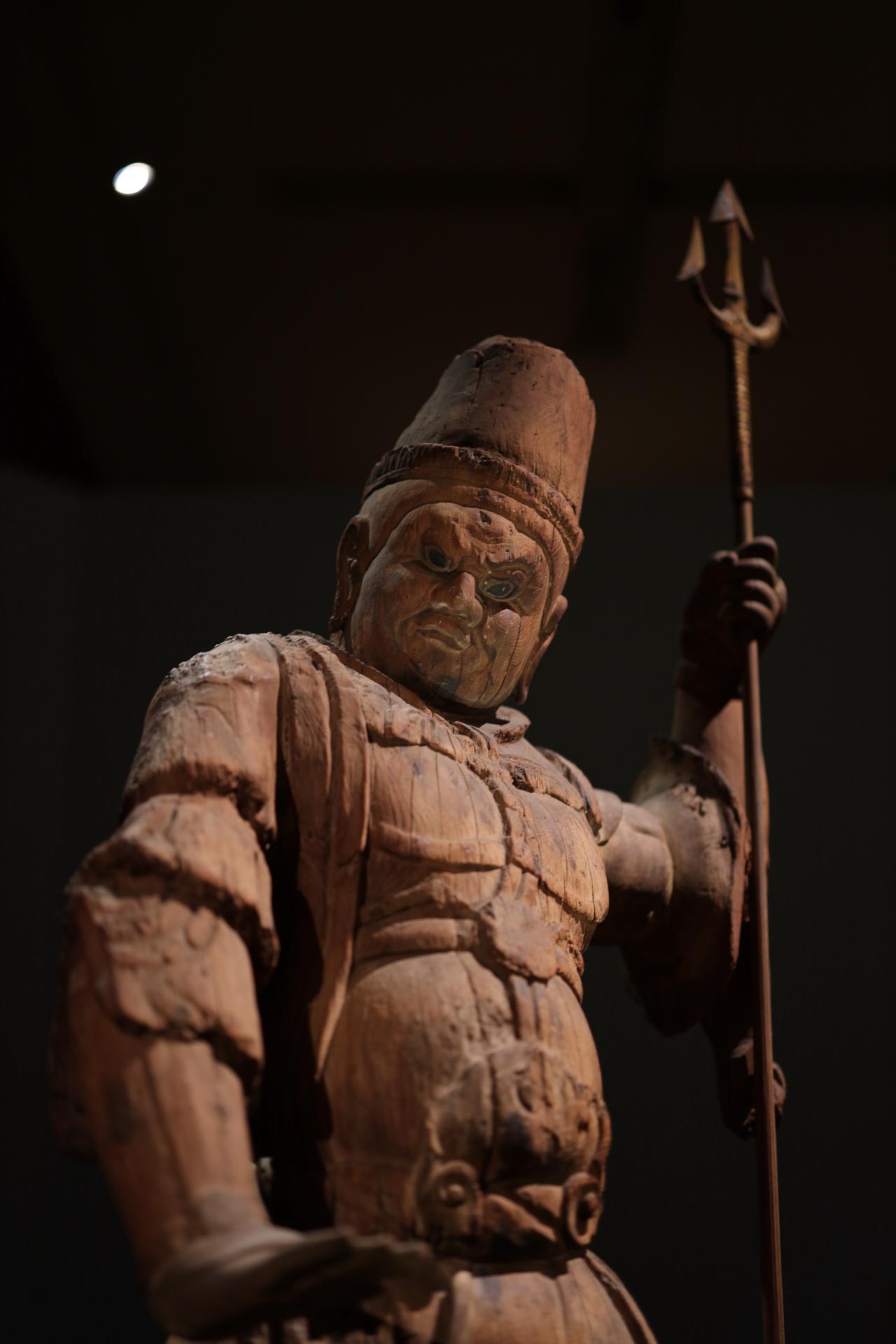 画像: 出雲・大寺薬師の四天王のうち 持国天立像 平安時代9世紀 島根・萬福寺 重要文化財