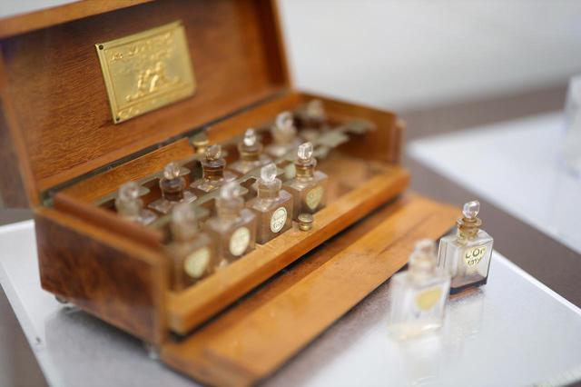 画像: 香水テスターケース「コティの香水」コティ社 ルネ・ラリック製の金属プレート付 1911年