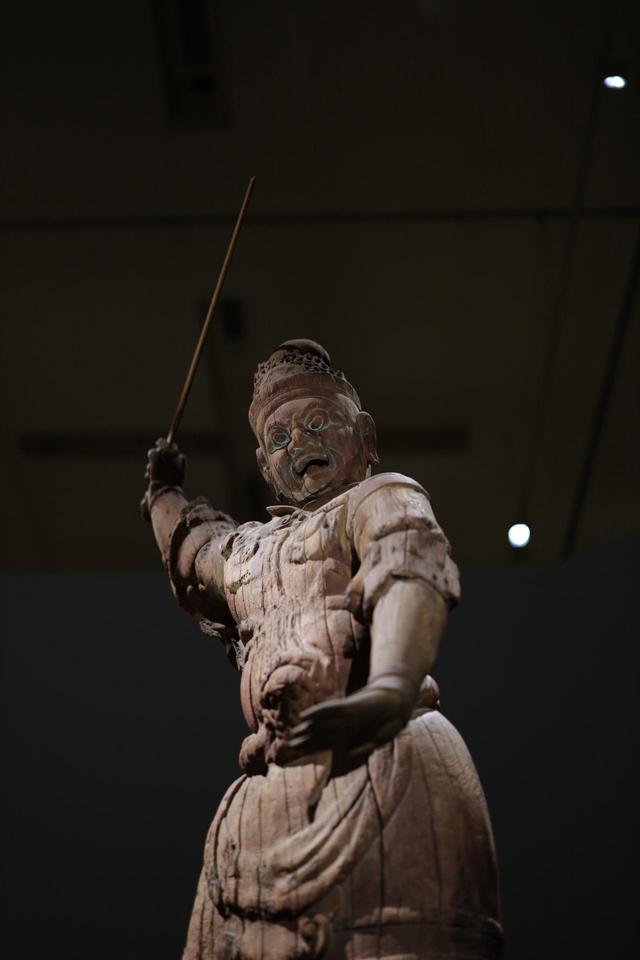 画像: 出雲・「大寺薬師」の四天王 増長天立像 平安時代9世紀 島根・萬福寺 手先と持物は後補 重要文化財