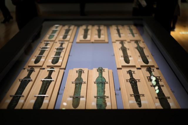 画像: 出雲から出土した大量の青銅器:銅矛 荒神谷遺跡出土品 島根県出雲市 弥生時代 紀元前2〜1世紀 文化庁(島根県立古代出雲歴史博物館保管)国宝 同遺跡からは358本もの大量の銅剣がまとめて見つかった