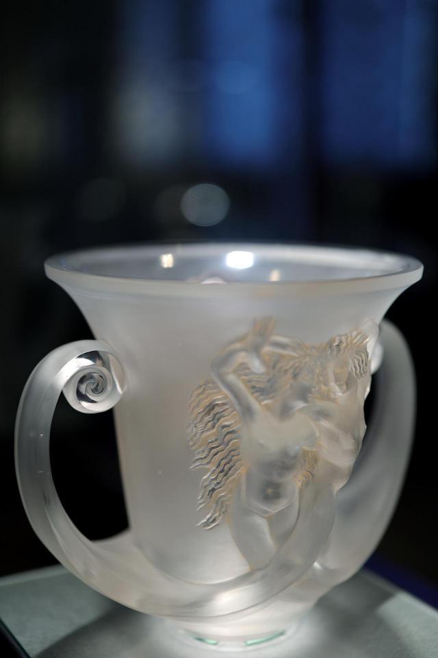 画像: ルネ・ラリック 花瓶「ナディカ」1930年 北澤美術館蔵