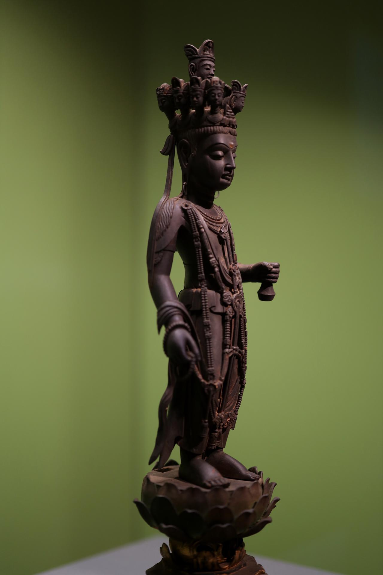 画像: 十一面観音菩薩立像 中国・唐時代7世紀 東京国立博物館 重要文化財 白檀の一木から彫り出された精緻な表現