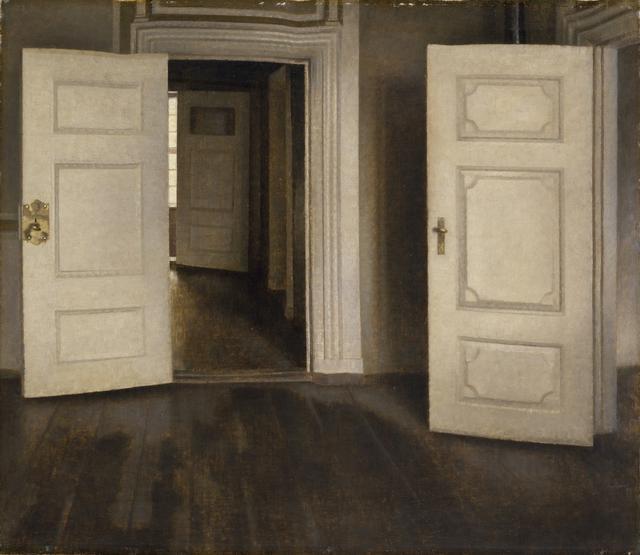 画像: ヴィルヘルム・ハマスホイ 《室内―開いた扉、ストランゲーゼ30番地》 1905年 デーヴィズ・コレクション蔵 The David Collection, Copenhagen