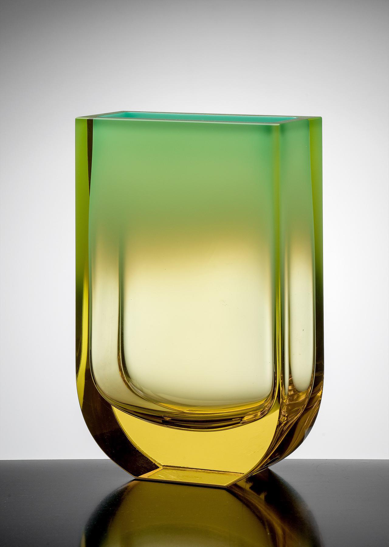 画像: イジー・シュハーイェク 《花瓶<四季>シリーズより》 1999年 チェコ国立プラハ工芸美術館蔵