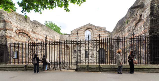画像: テルム(共同浴場)跡。アレーヌ(円形劇場兼闘技場)とともにパリに残る古代期最大の遺跡。