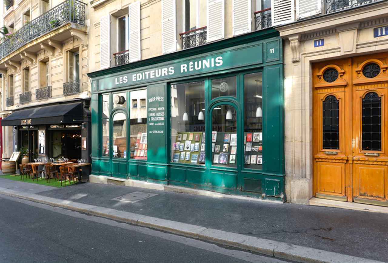 画像: 緑の壁が目を引く「緑の麦」書店。店の名前は映画のものとは異なっている。