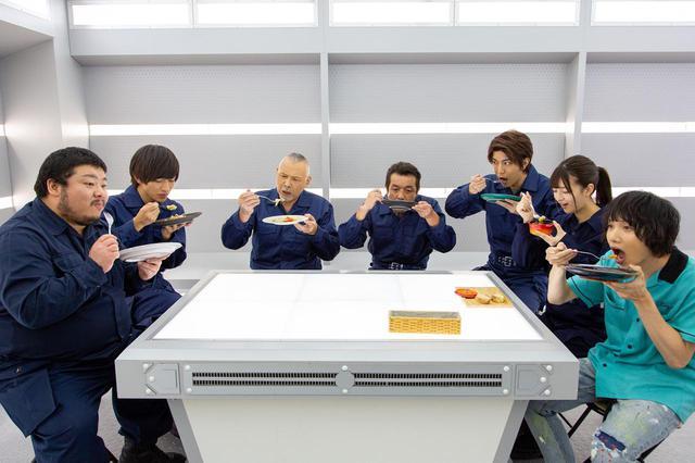 画像1: 予告❗️この怪獣、食べたらバカウマ!イカ・タコ・カニ怪獣で国立競技場を海鮮丼にせよ!バカ映画一直線の日本映画界の異端児・河崎実監督『三大怪獣グルメ』