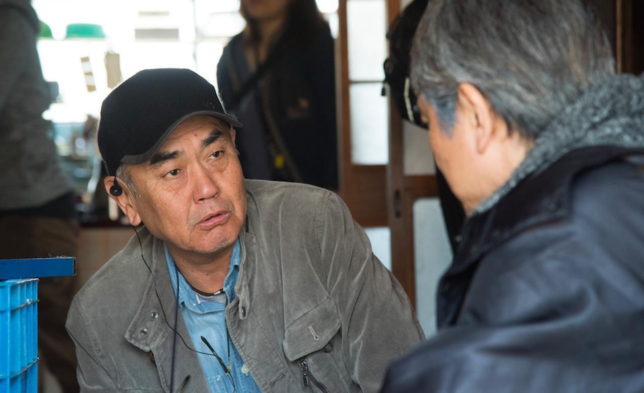 画像: 佐々部 清(Kiyoshi Sasabe) 1958 年、山口県下関市出身。 明治大学文学部演劇科専攻、横浜放送映画専門学院(現・日本映画大学)を卒業後、フリ ーの助監督を経て、2002 年『陽はまた昇る』で監督デビュー。 以降、映画『チルソクの夏』 (日本映画監督協会新人賞)、『半落ち』(日本アカデミー賞最優秀作品賞)、『四日間の奇蹟』、 『カーテンコール』、『出口のない海』、『夕凪の街 桜の国』、『結婚しようよ』、『三本木農業 高校、馬術部』、『日輪の遺産』、『ツレがうつになりまして。』、『六月燈の三姉妹』、『東京難民』、『群青色の、とおり道』、『ゾウを撫でる』、『種まく旅人~夢のつぎ木~』など監督作 品多数。 他に、TV ドラマ『心の砕ける音』(WOWOW)、『告知せず』(テレビ朝日開局 50 周年 スペシャル/芸術祭参加作品)、『看取りの医者』(TBS 月曜ゴールデン)、『波の塔』(テレビ 朝日)、『痕跡や』(テレビ東京)、『本日は、お日柄もよく』(WOWOW)、舞台『黒部の太陽』 の演出なども手掛ける。