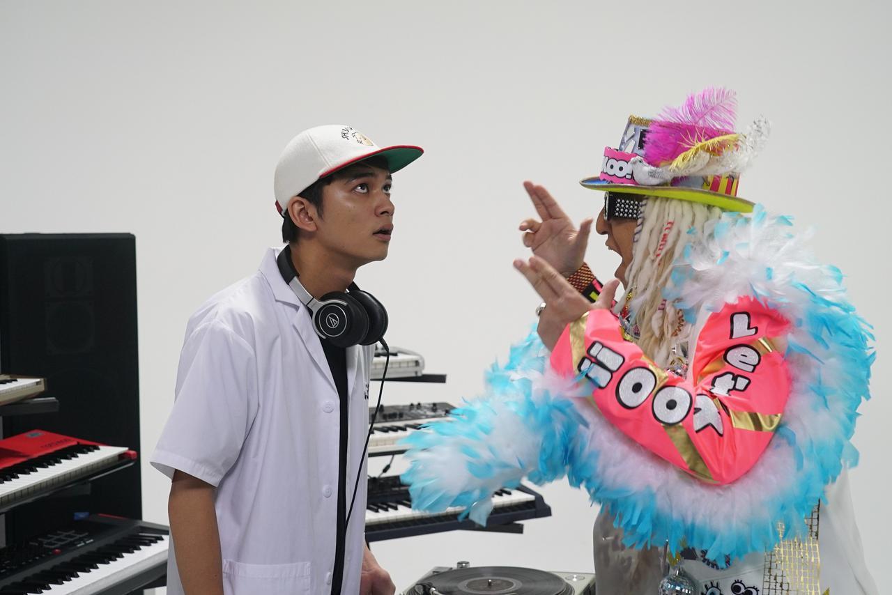画像: 《DJ KOO》ご本人役で映画初出演決定! 気分がノッて、アガって、テンションMAX!!