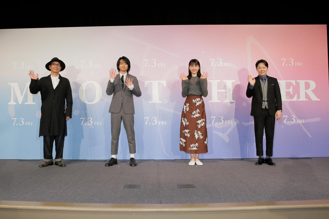 画像: 左より阿部サダヲ,奥平 大兼 ,長澤まさみ,大森立嗣監督