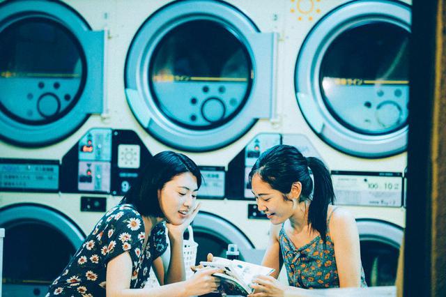 画像: (写真1)三吉彩花、阿部純子 ©︎「Daughters」製作委員会