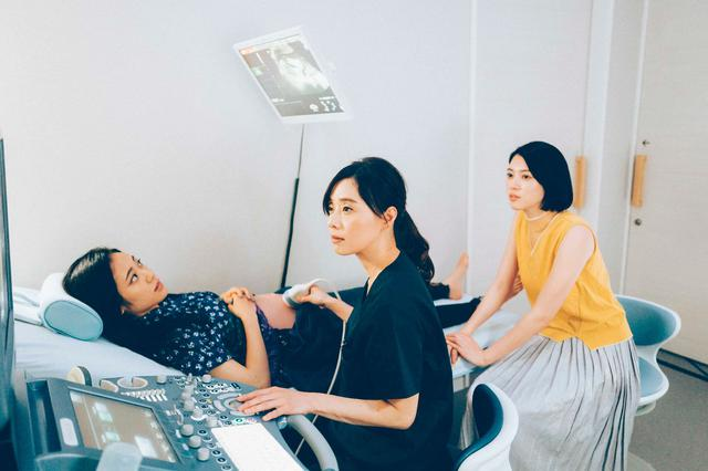 画像: (写真3)三吉彩花、阿部純子、大塚寧々 ©︎「Daughters」製作委員会
