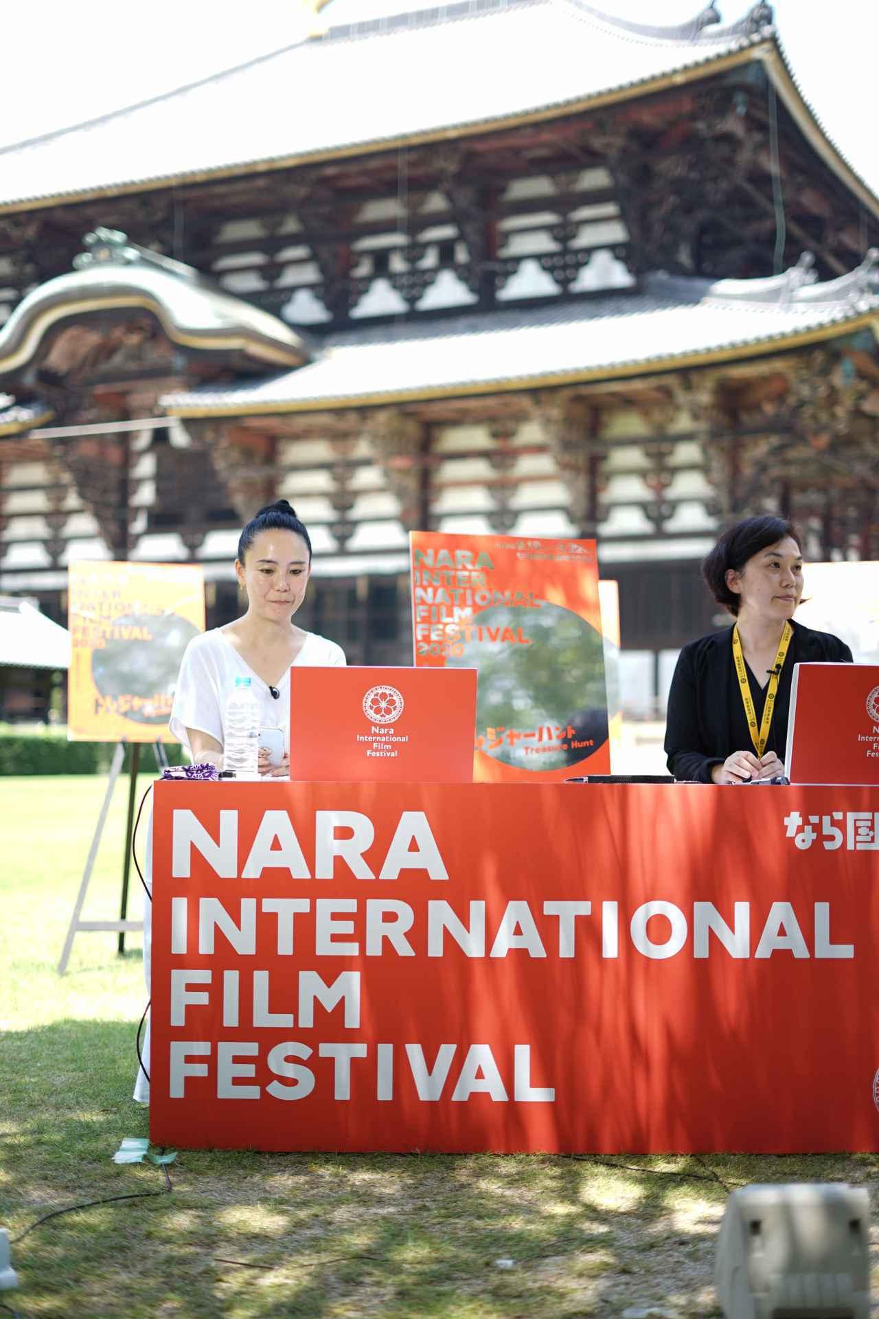 画像1: 左より河瀨直美監督と中野 聖子. (なかの さとこ)なら国際映画祭実行委員会 理事長