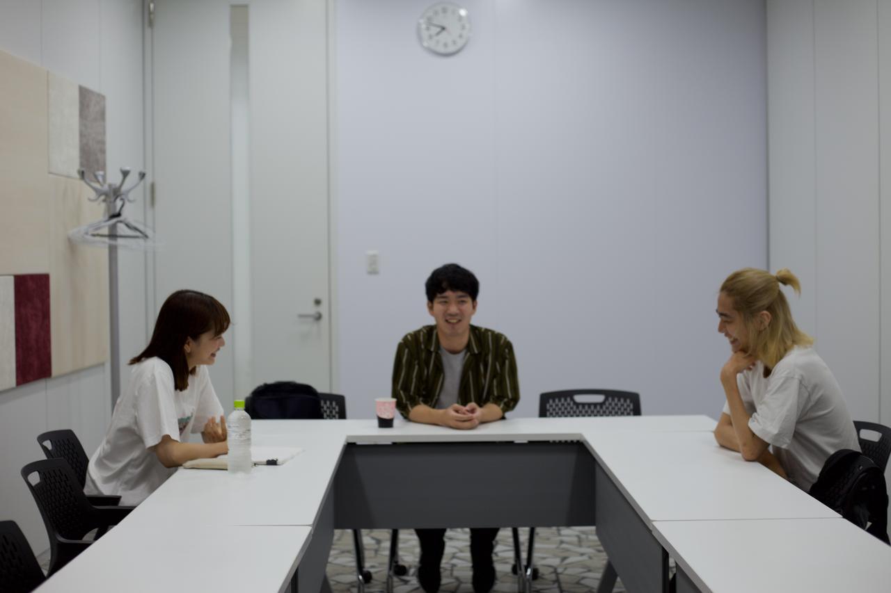 画像: 写真中央が土井笑生監督 Photo by senobi