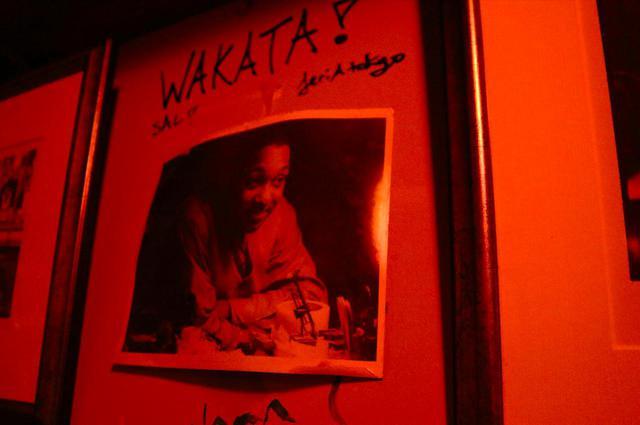 画像: 当時、ベイシーで星野監督が撮った(カウント・ベイシー?)の写真も店内に飾られていた。