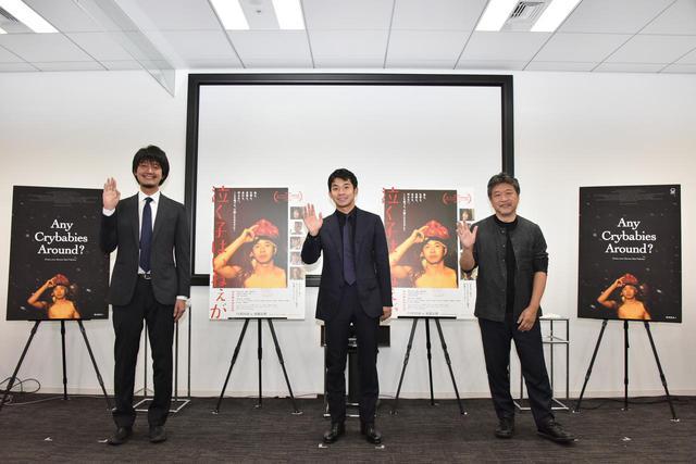 画像: 左より佐藤快磨(監督)、仲野太賀(主演)、是枝裕和(企画)