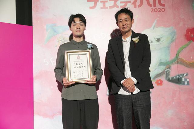 画像: 左より、野村陽介監督と審査員の古厩智之(映画監督)