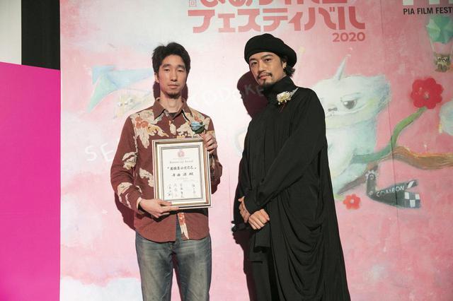 画像: 左、寺西 涼監督と審査員の齊藤 工(俳優・映画監督)