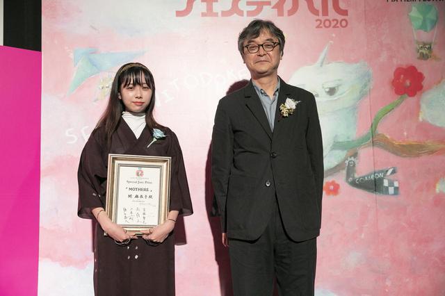 画像: 左より、関 麻衣子監督、審査員の樋口泰人(プロデューサー)