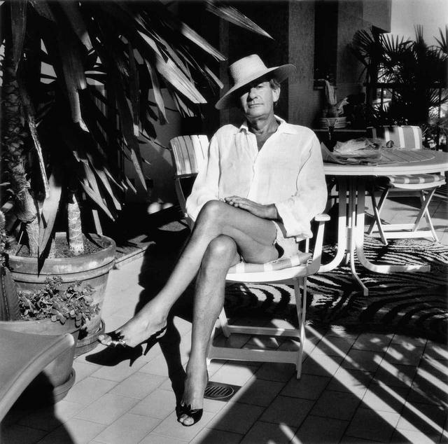 画像: ジューン・ニュートンが撮影したヘルムート・ニュートン モンテカルロにて Helmut at home, Monte Carlo, 1987 ©️Foto Alice Springs, Helmut Newton Estate Courtesy Helmut Newton Foundation