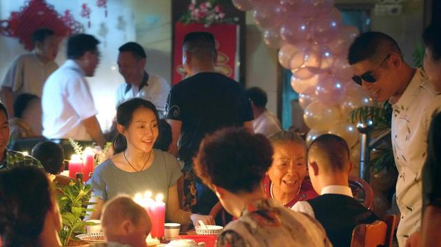 画像3: デビュー作にして、いきなりカンヌ国際映画祭批評家週間クロージング作品に選ばれた中国新世代の才能が描く驚嘆の傑作『春江水暖〜しゅんこうすいだん』