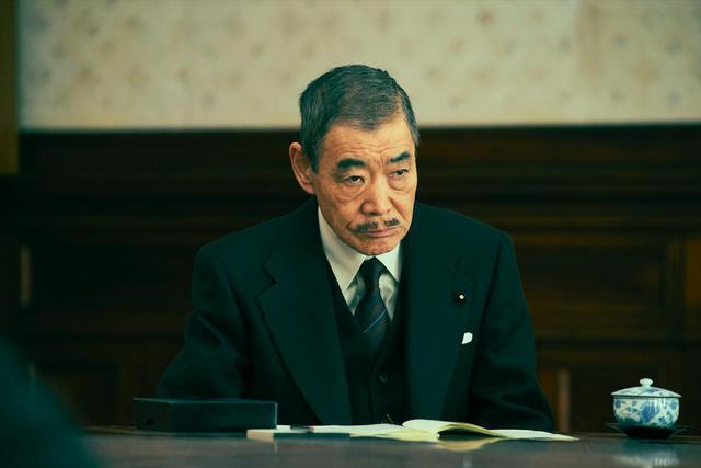 画像: 柄本明 松本烝治役(国務大臣)