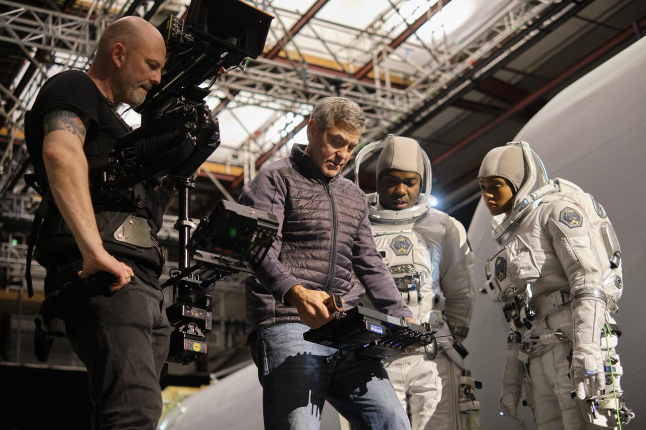 画像5: ジョージ・クルーニーがNetflixと初タッグ!監督・製作・主演でフェリシティ・ジョーンズと共演!〈滅びゆく地球〉と〈広大な宇宙〉を描く壮大な物語『ミッドナイト・スカイ』