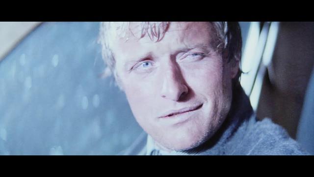 画像: 名優ルトガー・ハウアーが、謎の殺人ヒッチハイカー役として怪演『ヒッチャー』予告 youtu.be