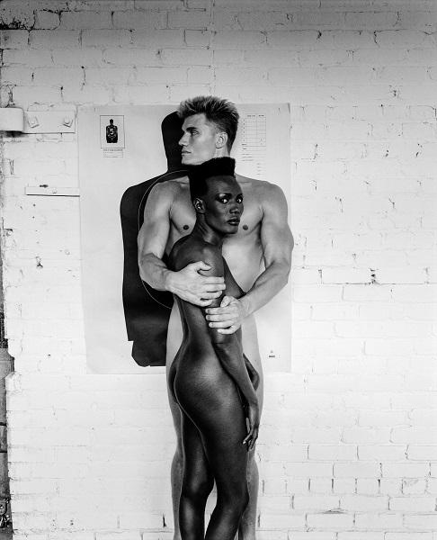 画像: Grace Jones and Dolph Lundgren, Los Angeles, 1985 (c) Foto Helmut Newton, Helmut Newton Estate Courtesy Helmut Newton Foundation