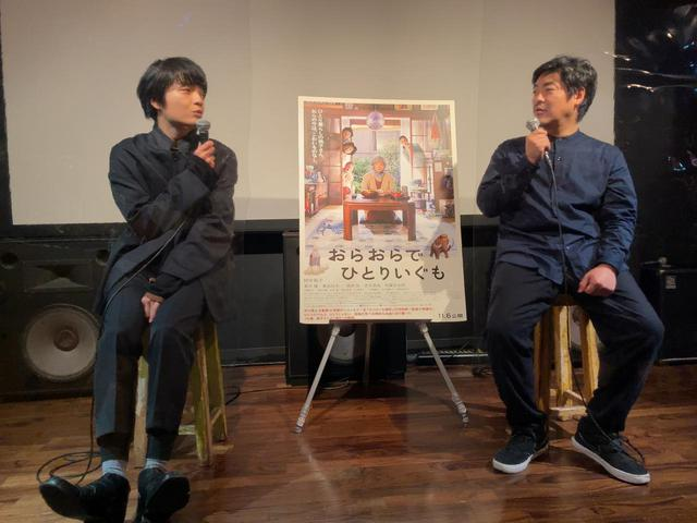 画像: 左より岡山天音、沖田修一監督
