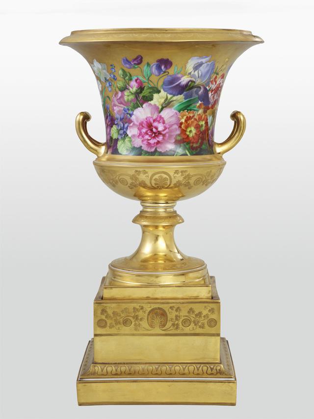 画像: ウィーン窯・帝国磁器製作所:ヨーゼフ・ガイアー《金地花文クラテル形大花瓶》1828年頃 硬質磁器、エナメルの上絵付、金彩 © LIECHTENSTEIN. The Princely Collections, Vaduz-Vienna