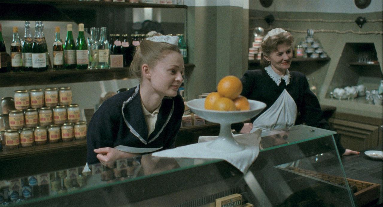 画像3: 莫大な費用と15年もの歳月をかけ「ソ連全体主義」の社会を現代に蘇らせるーー前代未聞の手法で人間の本質に迫る狂気のプロジェクト!ベルリン映画祭銀熊賞受賞『DAU. ナターシャ』