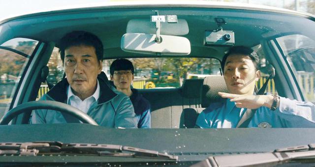 画像: 出所後免許の再取得に励む三上 ©佐木隆三/2021「すばらしき世界」製作委員会