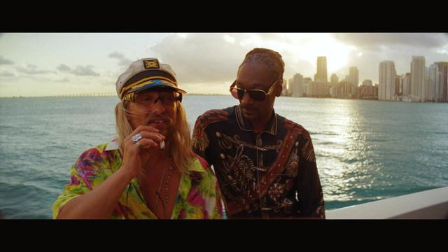 画像2: マシュー演じる放蕩詩人ムーンドッグと、 クレイジーな仲間たちの終わりなきビーチ・パーティ!