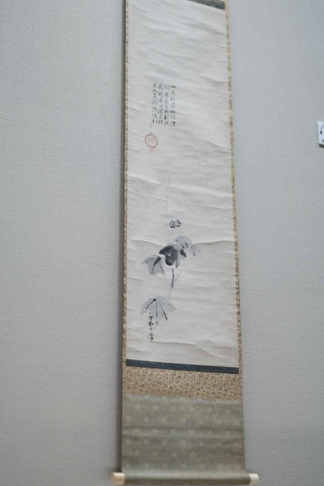 画像: 狩野探幽 「芙蓉図」 江月宗玩 賛 江戸時代17世紀  小林中氏寄贈 根津美術館蔵 江戸時代初期に徳川家の御用絵師として活躍した狩野探幽は、いかにも日本的な「余韻」の美学である「余白の美」を確立した