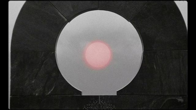 画像: ティルダ・スウィントンがナレーション!ヨハン・ヨハンソンの最初で最後の長編監督作『最後にして最初の人類』予告 youtu.be