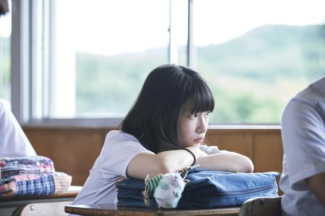 画像: 石川瑠華 (C)2021『うみべの女の子』製作委員会