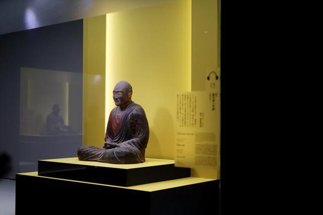 画像: 鑑真和上坐像 奈良時代8世紀 奈良・唐招提寺 国宝 唐招提寺の開山忌での年に一度の開帳では、このように横からは見ることはできない