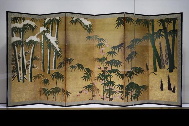 画像: 四季竹図屏風 室町時代16世紀 個人蔵 右から左に、春夏秋冬の異なった時間と、それぞれの季節の竹の成長段階が描かれている。成長が早い竹は生命力を象徴する吉祥の画題