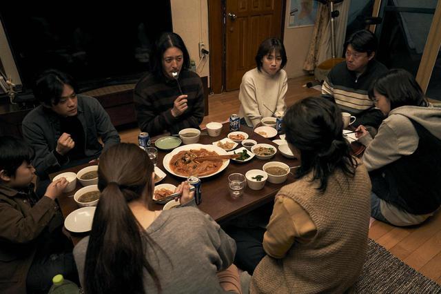 """画像4: 池松壮亮、オダギリジョーがソウルで出会った 韓国の3兄妹と共に旅する--石井裕也監督による誰も見たことのない""""アジアの家族映画""""『アジアの天使』場面写真が解禁!"""