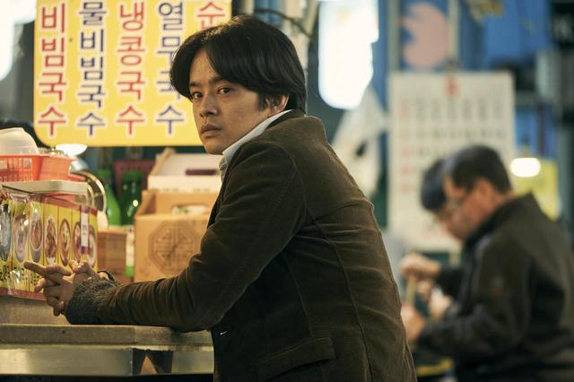 """画像1: 池松壮亮、オダギリジョーがソウルで出会った 韓国の3兄妹と共に旅する--石井裕也監督による誰も見たことのない""""アジアの家族映画""""『アジアの天使』場面写真が解禁!"""