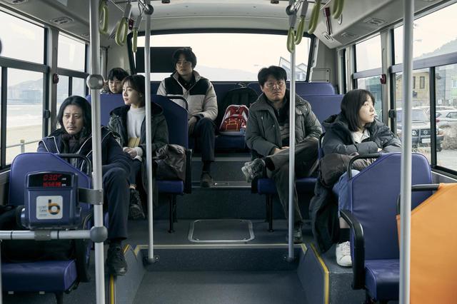"""画像5: 池松壮亮、オダギリジョーがソウルで出会った 韓国の3兄妹と共に旅する--石井裕也監督による誰も見たことのない""""アジアの家族映画""""『アジアの天使』場面写真が解禁!"""
