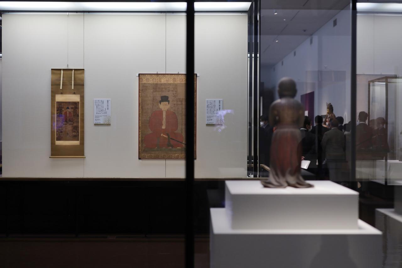 画像: 成人の姿の「水鏡御影」の「摂政像」や幼少の姿の「南無仏太子」、本地仏の如意輪観音としての太子など、中世の、仏としての聖徳太子の様々な姿の展示