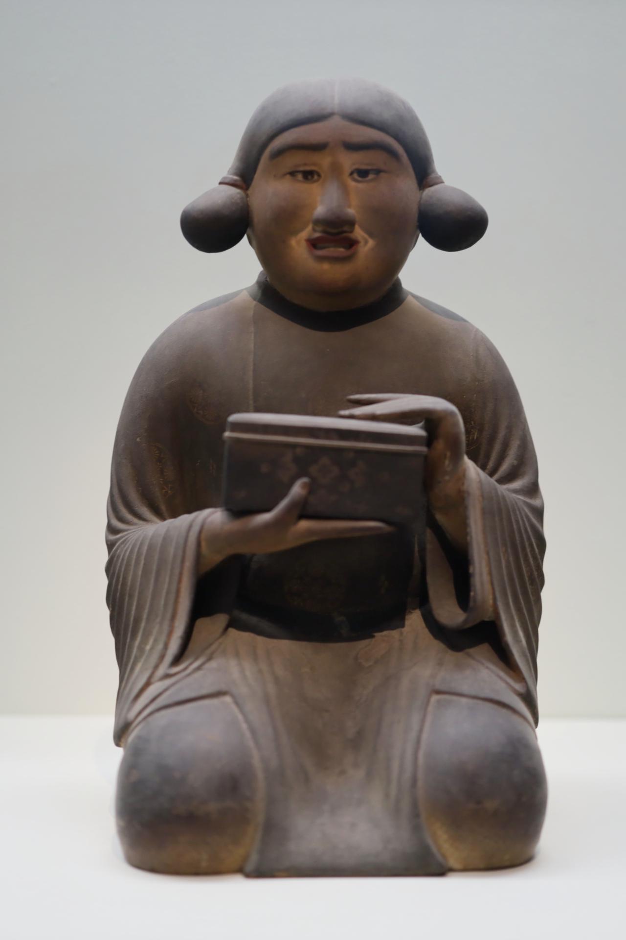 画像: 玉手箱を持つ太子の弟・殖栗王