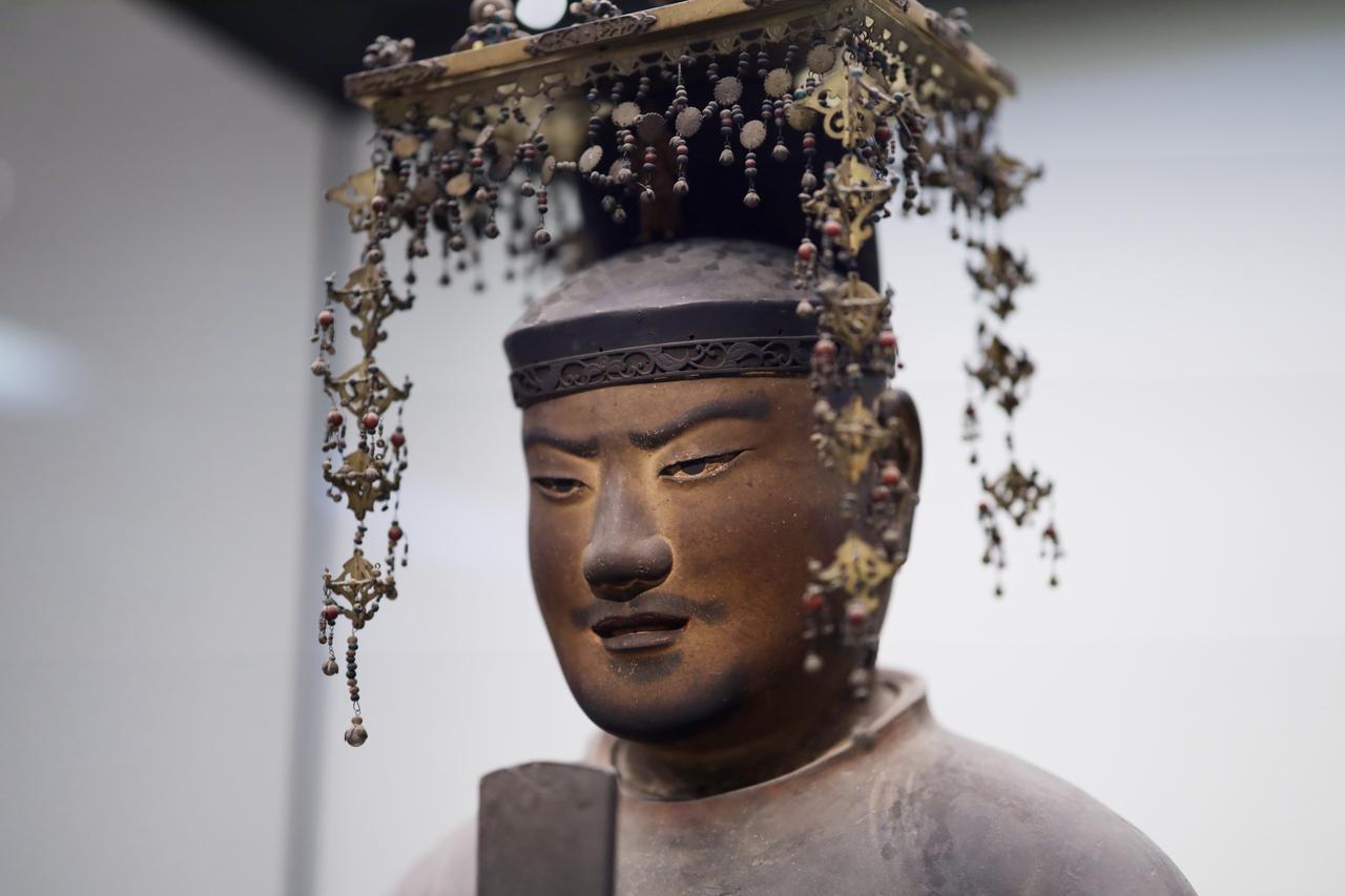画像: 聖徳太子坐像 平安時代 保安2(1121)年 奈良・法隆寺(聖霊院安置・秘仏) 国宝 部分 うっすらと唇を開き歯が見える、仏法を説く太子の顔。胎内には勝鬘経・維摩経・法華経の経巻と観音菩薩の銅像が納入され、その頭部がちょうど太子の口の位置に来る