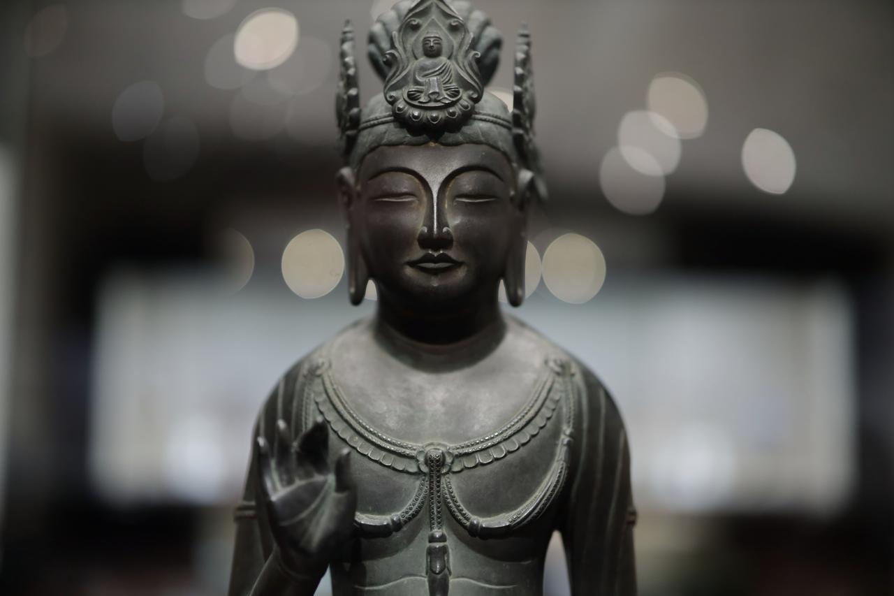 画像: 観音菩薩立像 「夢違観音」 飛鳥時代7〜8世紀 奈良・法隆寺 国宝 正面から水平に見た時の頭部と上半身